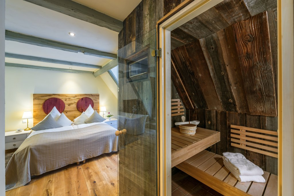 hotel wellness in mei en sachsen hotel goldenes fass. Black Bedroom Furniture Sets. Home Design Ideas